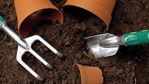 Segítünk a kertészkedésben is! Kiváló minőségű virágföld 50 L-es, és 20 L-es kiszerelésben kapható! :)